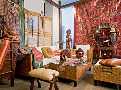 Панно батик - украшение интерьера в этническом стиле.