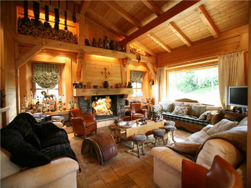 """Это  """"шале """" - стиль традиционного дома в предгорьях Альп.  Его оригинальная постройка и выразительный интерьер стали..."""